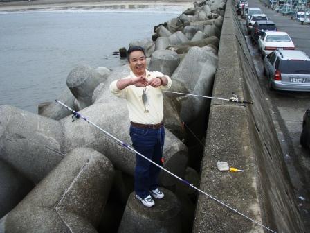 岩和田P5040093白灯堤防西イシモチ.JPG