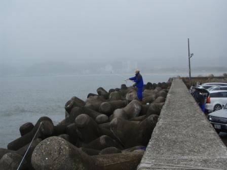 岩和田P5040103白灯堤防南.JPG