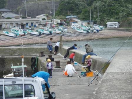岩和田P5040118白灯堤防.JPG