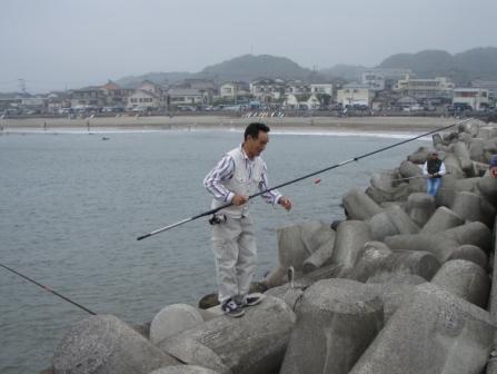 岩和田P5040121白灯堤防西イシモチ.JPG