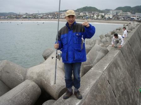 岩和田P5040122白灯堤防西イシモチ.JPG