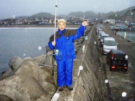岩和田P5050128白灯堤防西イシモチ.JPG